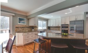Advantage Cabinetry - Windom Door Profile in Maple with White Finish